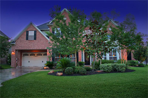 Woodlands Custom Homes - Nice home in The Woodlands at night